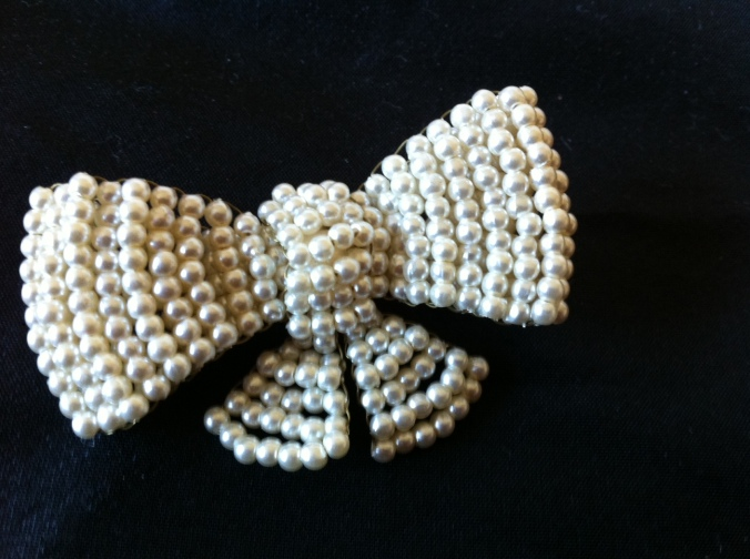 The seed pearl brooch